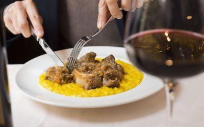 Risotto alla milanese con ossobuco: 3 trucchi per farlo a casa!