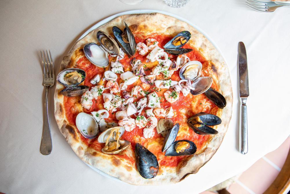 Prova le pizze con pesce di Le Specialità, nel cuore di Milano!
